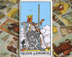 Queen of Swords — Королева Мечей